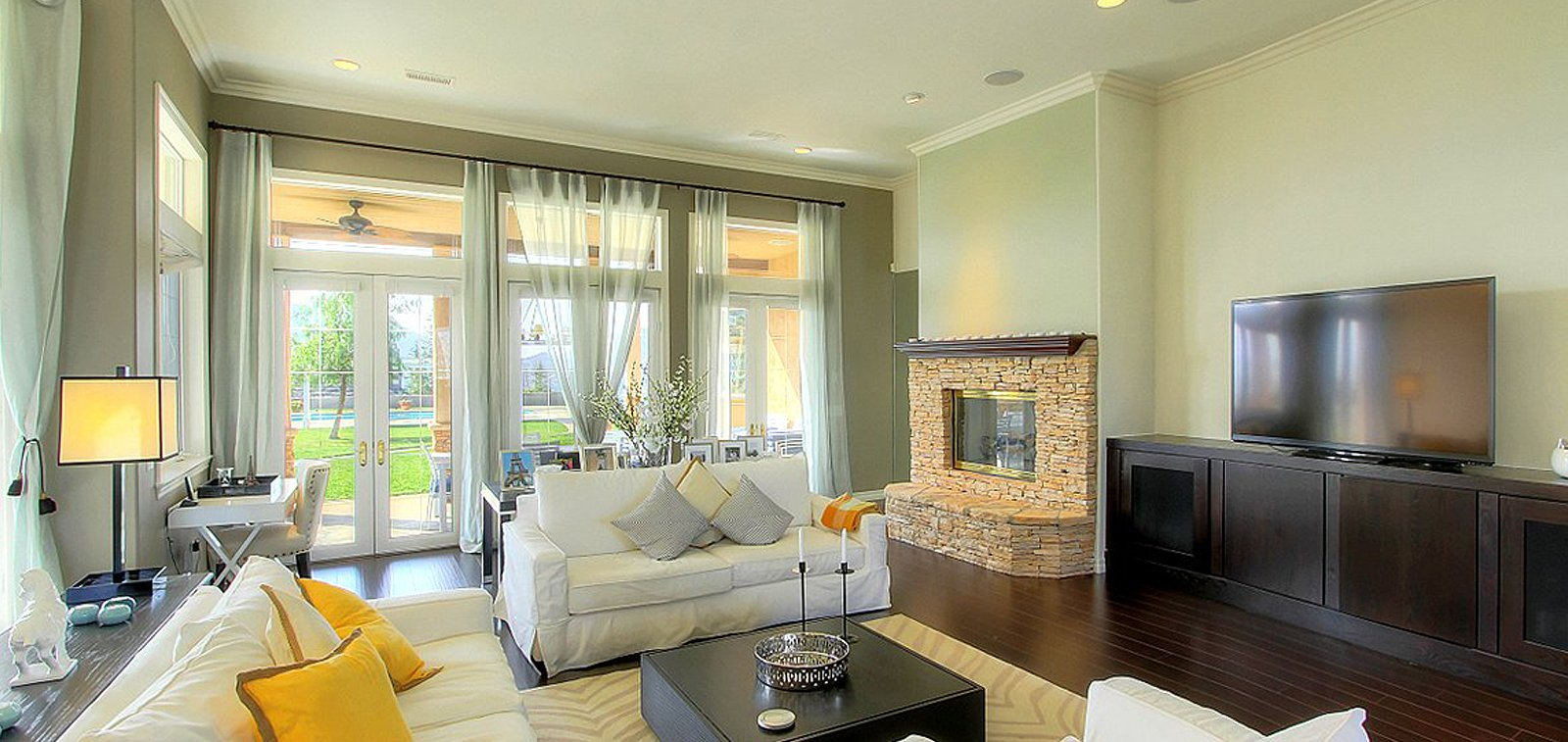 THE HENSLEY GROUP REAL ESTATE - white spacious living room