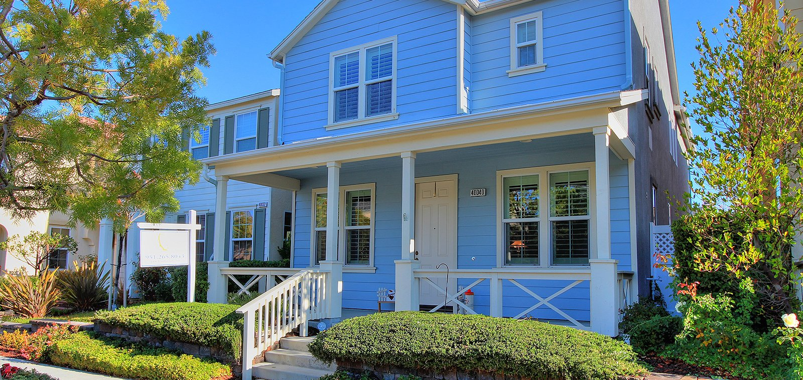 THE HENSLEY GROUP REAL ESTATE - front view of a blue house